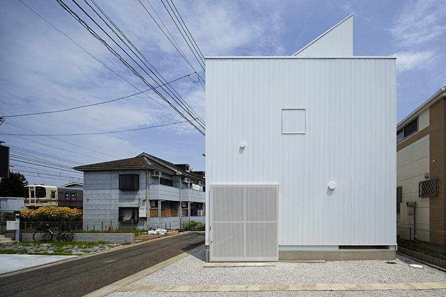 02-A-L-X-Sampei-Junichi-Architecture-Building-that-Envelops-Beauty-www-designstack-co
