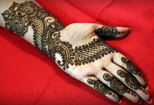Hand Mehndi Latest Designs : Latest design of bridal mehndi. good mehndi