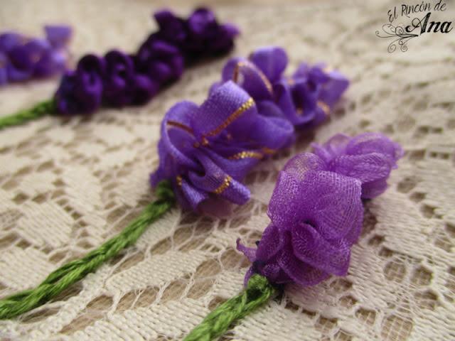 Flor lavanda con listón