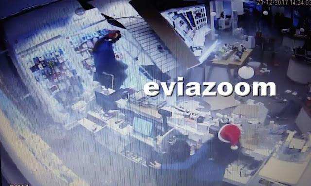 Αυτοκίνητο «μπούκαρε» με την όπισθεν σε κατάστημα - Δύο ελαφρά τραυματίες (βίντεο)