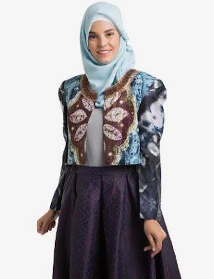 Desain baju batik atasan wanita berjilbab