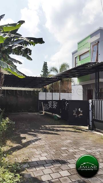 Rumah dalam Perum di jalan Damai