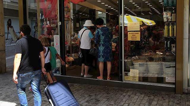 Στα ίδια επίπεδα με πέρσι η εμπορική κίνηση σε Άργος και Ναυπλιο στις θερινές εκπτώσεις