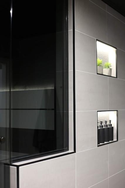 laattalista, musta laattalista, harmaa kylpyhuone, rakentaminen, laattapiste, minos ash, classy 300, valkoiset lauteet, sauna, pesuhuone, kylpyhuone, puolilasiseinä, lasitehdas