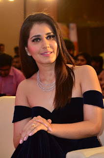 Raashi Khanna at avakusa audio launch 2.jpg