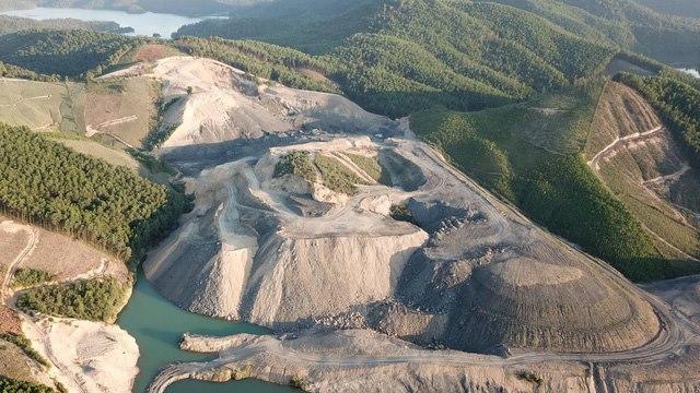 """Núp bóng dự án xây dựng, hơn 30ha đất rừng bị """"băm nát""""!"""