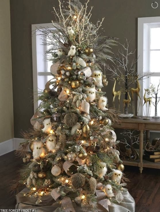 Wall Colour Inspiration: Color Outside The Lines: Georgeous Christmas Tree Inspiration