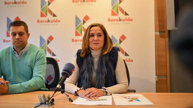 La alcaldesa y el concejal de Hacienda en una rueda de prensa