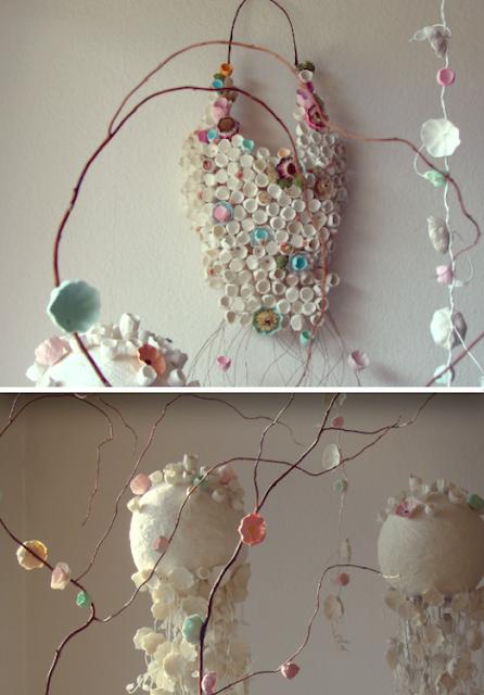 Primavera, ghirlande e allestimenti di fiori di carta per matrimonio green, cerimonie, vetrine