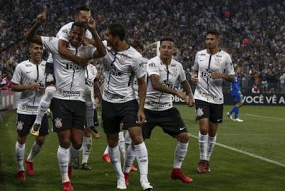 Corinthians é o campeão do Brasileirão 2017 e quem são os times que retornam a série A