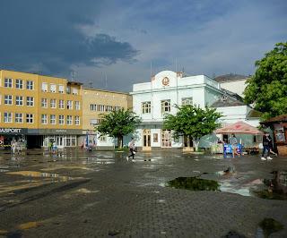 Ужгород. Площа Театральна після дощу