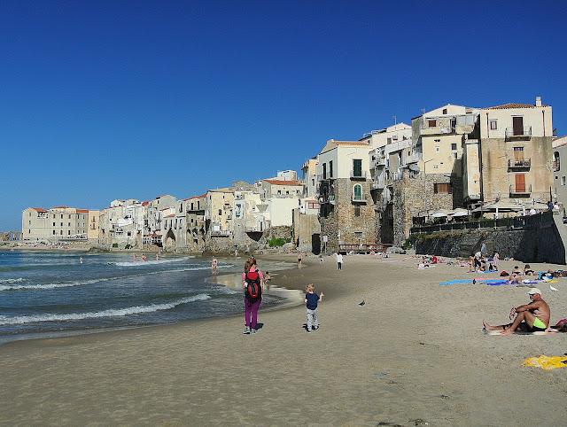 piaszczysta plaża w Cefalu