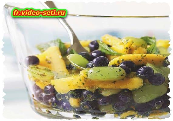 Salade de myrtilles, mangue et raisin