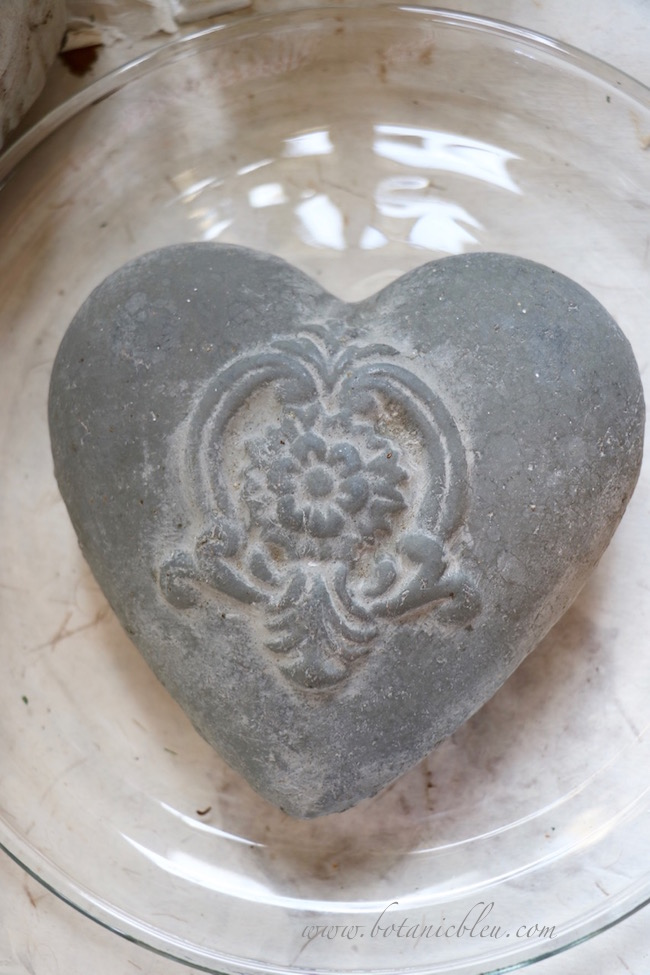 gray-ceramic-french-style-design-heart
