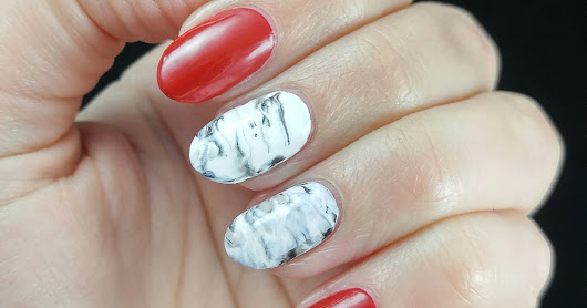 Christmassy Marble Nails
