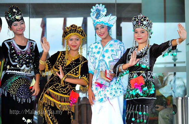 Bajau Women Regatta Lepa