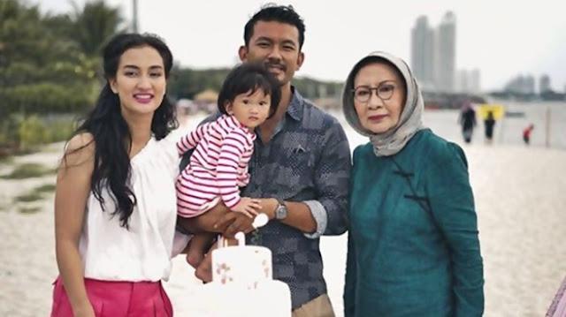 Duh, Akun Atiqah Dibully Netizen Habis-habisan Setelah Ibunya Bikin Geger di Danau Toba
