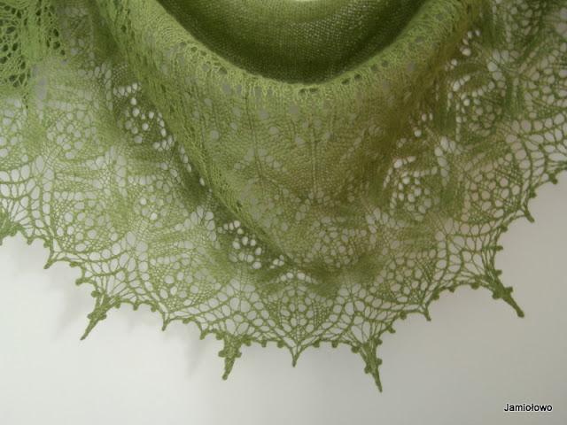 wyrabianie ażurowego motywu na drutach