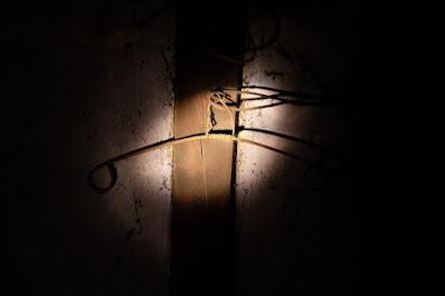 古民家カフェ・ひとつ石 秘密の部屋にある昔のハンガー?