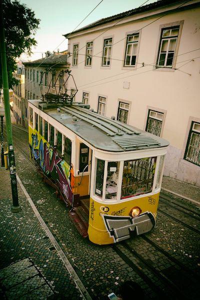 レトロなリスボンのトラム