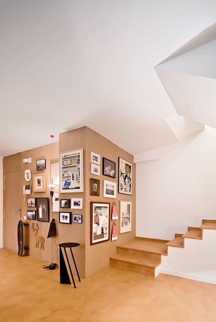 salón con pared de cartón