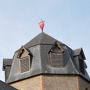 Ghent church with Turkish flag #2
