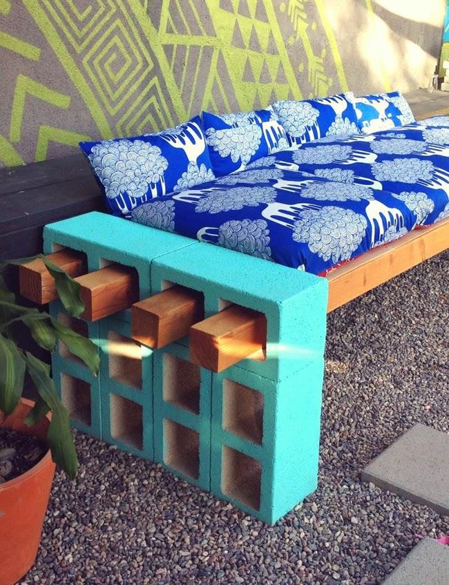 Initiales GG ... : {DIY} un canapé en parpaing pour votre ...