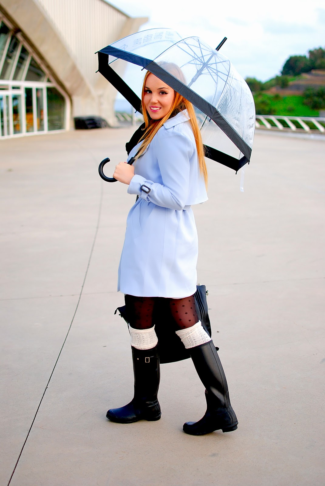 NERY HDEZ, CHICWISH, BLUE TRENCH, GABARDINA AZUL, paraguas transparente, tranparent umbrella , hunter,