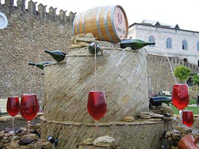 La increíble fuente de vino totalmente gratuita y abierta las 24 hs del día