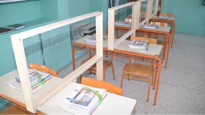 Σχολεία: Πλέξιγκλας στα θρανία και θερμικές πύλες εισόδου – Που τοποθετήθηκαν