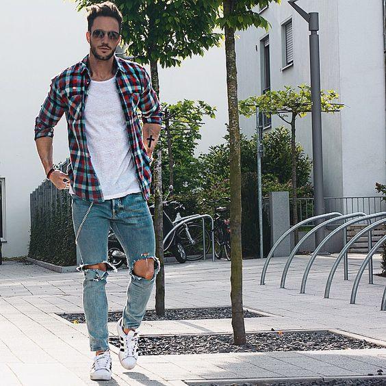 Look masculino com Camisa Xadrez e Calça Destroyed
