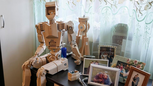 Ukrainian technician builds a family of wooden robots, entertainment news