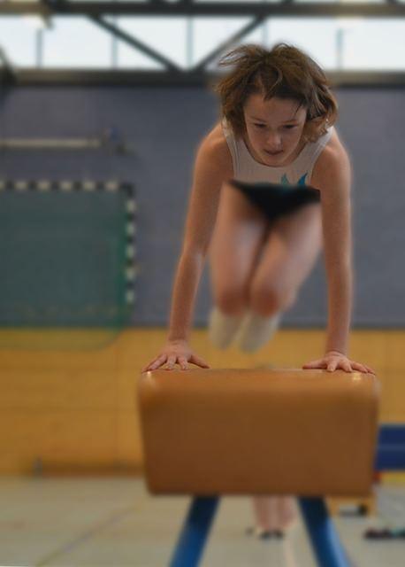 Lompat Kangkang : lompat, kangkang, Langkah-Langkah, Melakukan, Gerakan, Lompat, Kangkang, Jongkok, Benar, Jasmani, Pedia