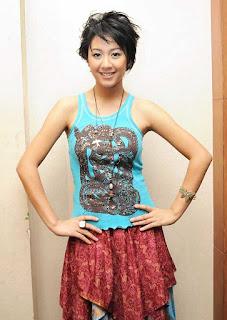 Tanktop cantik dan lucu Penyanyi cantik Sherina Munaf