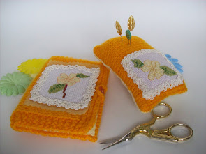 CROSS STITCH FLOWER NEEDLE CASE