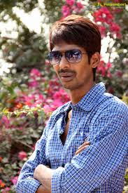 Dhanadhan Dhanraj Family Wife Son Daughter Father Mother Age Height Biography Profile Wedding Photos