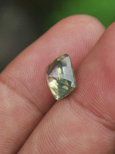 batu zircon