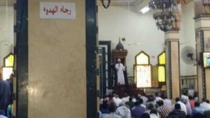 شاهد رد فعل محافظ اسوان على وضع صور الشهيد مينا سمير داخل المسجد