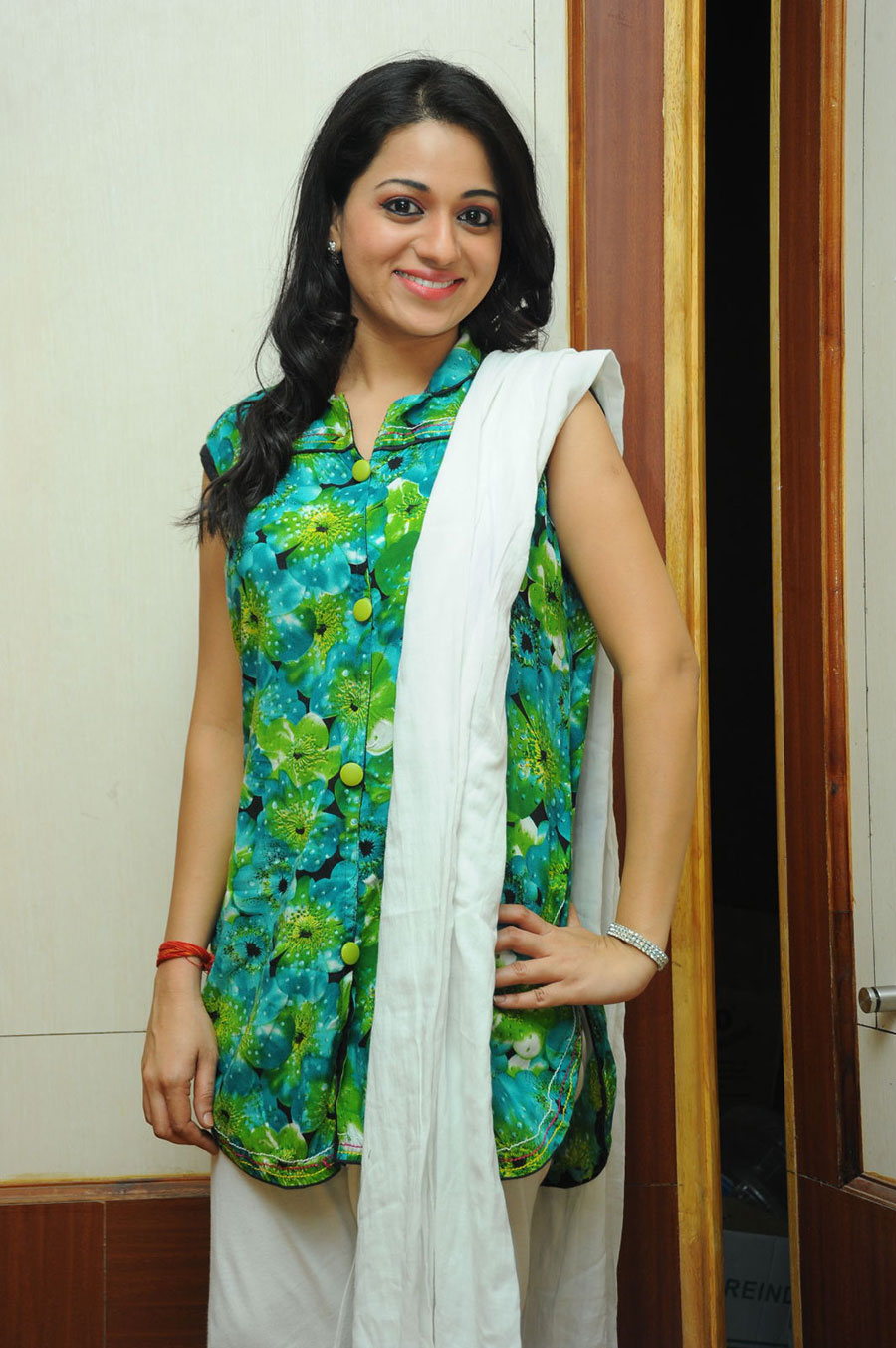 hot darling Reshma in green latest photos at jai sriram platinum event