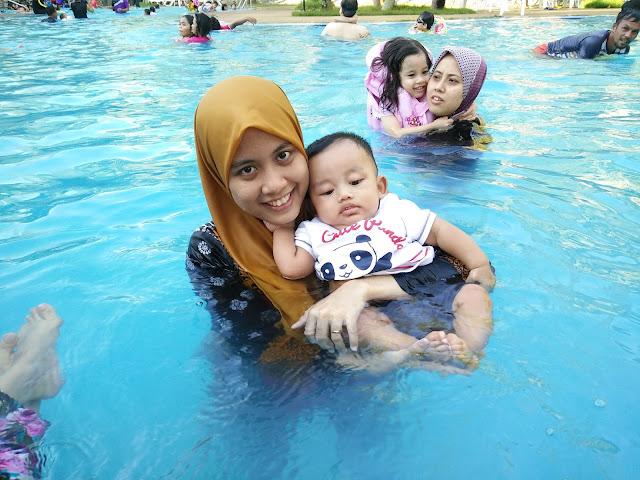 Aisy Firas di Teluk Batik Apartment Perak