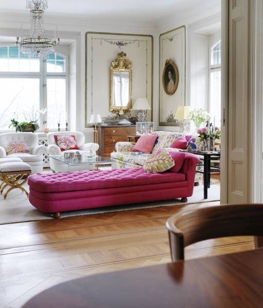 Eye for design decorating with hot pink furniture for Hot pink living room ideas