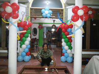 dekorasi balon bentuk standing dan bunga