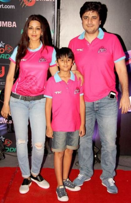 Goldie Behl with son and wife