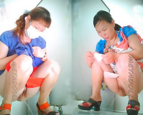 ChinaVoyeur B414-439 (Videos with girls pissing on toilet caught by a spy cam)