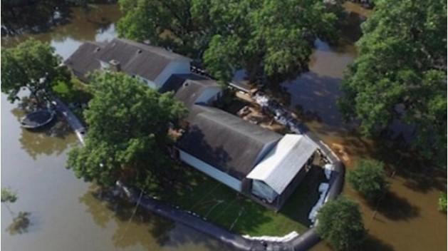 Pagari Rumah dengan 'Air', Pria ini Ditertawakan. Kini Semua Tercengang Rumahnya Tak Kebanjiran