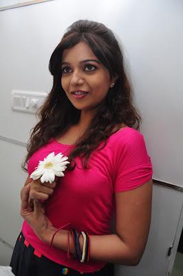 Telugu actress Swathi in T shirt Hot
