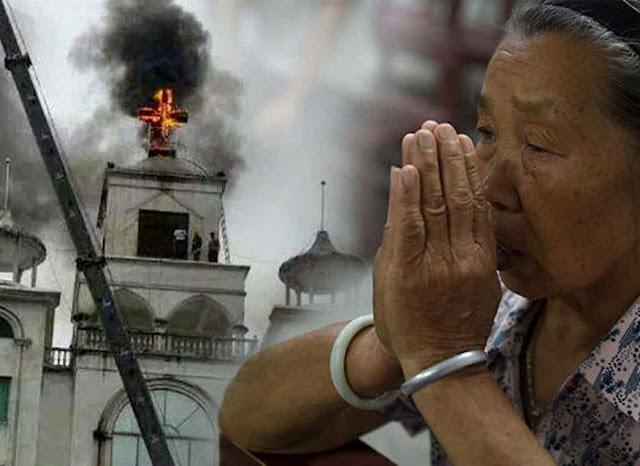 O povo fiel está vendo a onda de destruição anticristã e os policiais alegando que é em acordo com o Papa