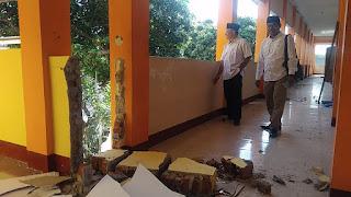 <b>Anggota Komisi V DPRD NTB Tinjau Kerusakan Bangunan SMAN 1 Narmada  Lobar</b>