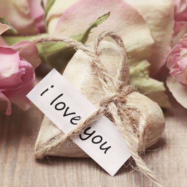 8 Hadiah yang Bisa Diberikan Kepada Pasangan Di Hari Spesial
