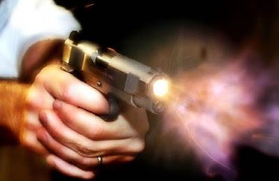 Homens encapuzados invadem casa, matam quatro pessoas a tiros e fogem em seguida, na BA